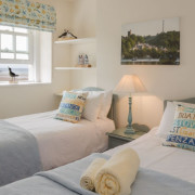 Coastguards 1 twin bedroom with beach view