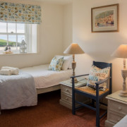 Coastguards 2 twin bedroom with sea view