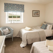 Coastguards 3 twin bedroom with sea view