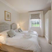 Pamflete Flat front twin bedroom